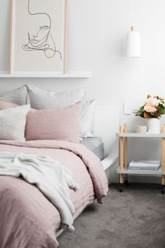 A feminine and romantic bedroom can be easily created by adding small touches such as a simplistic art piece above your bed or adding fresh flowers. Not forgetting opting for natural and soft linen sheets. Pastel Home Decor, Elegant Home Decor, Best Bedding Sets, Luxury Bedding Sets, Feng Shui, Daybed With Trundle Bed, Blush Pink Bedroom, Bed Linen Australia, Black Bed Linen