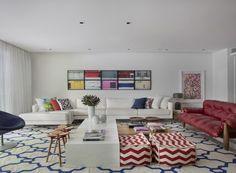 yamagata-arquitetura-leblon-rj-sala-de-estar-sofa-mesa-de-centro (Foto: Denílson Machado/MCA Estúdio)