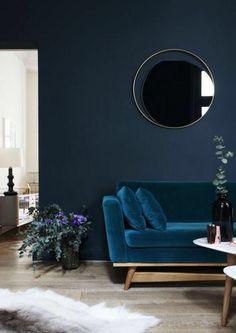 dunkelblaue wandfarbe fürs wohnzimmer