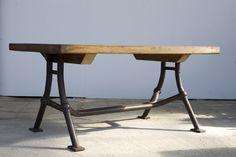 """Tisch mit Rohrgestell  Platte: Rotbuche Gestell: Stahlrohr mit Stahlgusseckverbindungen  Entwurf und Bau: WLM     """"Vocatio"""" ist ein einladendes Schmuckstück aus Rotbuche und Stahl – an diesem Tisch können Sie mit vielen Freunden tafeln. Und wer oberhalb der Platte genug hat, ein Blick nach unten lohnt sich allemal: Die Eckverbindungen aus Stahlguss entstammen einem Schweizer Geländersystem aus den 20er Jahren.  """"Vocatio"""" kann in unterschiedlichen Größen gefertigt werden. www.w-l-m.com"""