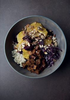 Tofu et soya - Trois fois par jour Cabbage Rice, Red Cabbage, Tofu Dishes, Food Bowl, Brown Rice, Beets, Clean Eating, Marmalade, Vegetarian Food