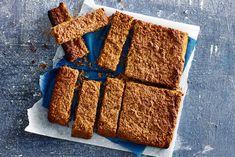 De schoolkoeken voor de kinderen maken we zelf. Is maar 10 minuutjes werk! - Recept - Allerhande Healthy Snacks For Kids, Healthy Baking, Cookie Bars, Kids Meals, Delish, Good Food, Lunch, Cake, Cooking