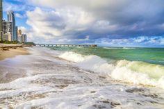 #SunnyIslesBeach. Las olas bañan las hermosas costas de #Miami. Playas ideales para disfrutar de los mejores deportes acuáticos, o descansar bajo el sol. http://www.bestday.com.mx/Miami-area-Florida/ReservaHoteles/
