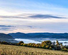 """119 kedvelés, 1 hozzászólás – Natura Hill Zebegény (@naturahillzebegeny) Instagram-hozzászólása: """"Az ott nem a Duna.... Hanem a felhő dunyha 🥰"""" Mountains, Nature, Travel, Instagram, Naturaleza, Viajes, Destinations, Traveling, Trips"""