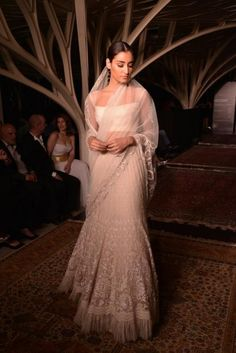 Tarun Tahiliani's Lakmé Fashion Week show was held today on March at Tote in Mumbai.The show marks the start of Lakme Fashion Week and Tarun pre. Lakme Fashion Week, India Fashion, Ethnic Fashion, Asian Fashion, Indian Attire, Indian Ethnic Wear, Indian Style, Indian Dresses, Indian Outfits
