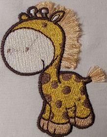 Giraffe free machine embroidery design. Machine embroidery design. www.embroideres.com