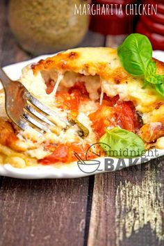 Herb marinated margharita chicken breast stuffed with gobs of cheese, tomatoes and basil Food Dishes, Main Dishes, Baked Chicken Recipes, Keto Chicken, Supper Recipes, Yum Yum Chicken, Cooking Recipes, Kitchen Recipes, Easy Meals