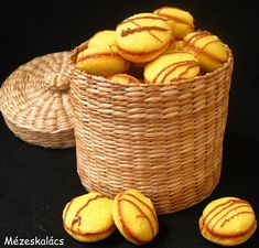 Hungarian Recipes, Laundry Basket, Wicker Baskets, Smoothie, Biscuits, Muffin, Food And Drink, Dessert Recipes, Sweets