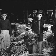 Weighing Chicken on Stillard Scale, Shanghai 1945 - photo by Walter Arrufat (1920-2007)
