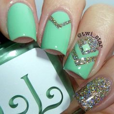 Cute and Easy Nail Art Designs That You Will Love - Page 3 of 89 - Nail Polish Addicted Simple Nail Art Designs, Best Nail Art Designs, Easy Nail Art, Awesome Designs, Gorgeous Nails, Love Nails, Fun Nails, Glitter Nail Art, Silver Glitter
