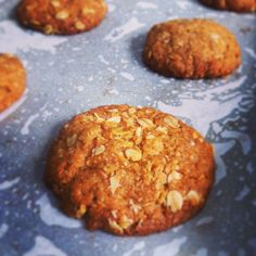 Anzac biscuit recipe: Here's the best, easiest and only recipe you will ever need. In fact, it's prize winning. Chewy Anzac Biscuits Recipe, Healthy Biscuits, Coconut Biscuits, Biscuit Cake, Biscuit Cookies, Cake Cookies, Baking Recipes, Cookie Recipes, Coconut Recipes