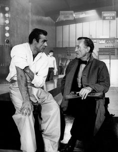 Sean Connery and Ian Fleming on the set of Dr No. Epic moments behind the scenes of James Bond. Sean Connery James Bond, Casino Royale, James Bond Style, Bond Series, Best Bond, James Bond Movies, Roman, Bond Girls, Hollywood