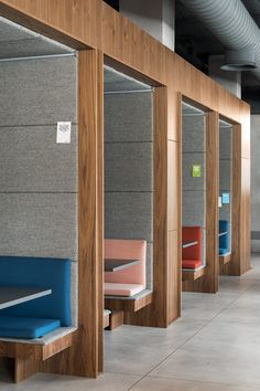 Booth seating Co-working company Spaces embraces Milan in a creative exchange - News - Frameweb Corporate Office Design, Modern Office Design, Corporate Interiors, Office Interior Design, Office Interiors, Office Designs, Corporate Offices, Design Commercial, Commercial Interiors