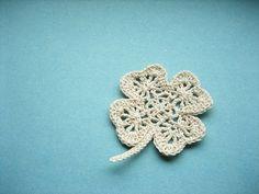 four-leaf clover crochet - for tutorial click: http://ccat.wordpress.com/2008/01/01/lacy-clover-pattern/