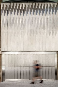 El Ninot market restoration, by Mateo Arquitectura, Photo © Adrià Goula Minimalist Architecture, Facade Architecture, Contemporary Architecture, Facade Design, Wall Design, Building Skin, Building Materials, Modern House Design, Design Projects