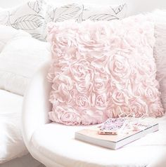 Image via We Heart It https://weheartit.com/entry/141594979/via/18970111 #aww #cozy #cute #details #girly #home #iphone #love #pastel #perfect #pink #sweet #white #roominspiration #roominspiration #inetior