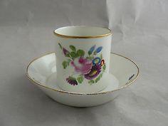 Tasse en porcelaine de Paris XVIIIe décor floral cf Locré