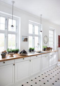 Allerede som barn faldt louise Egsvang Andreasen, medejer af Sika-Design, for villaen i Kerteminde. I dag har hun indrettet sig i den nyrestaurerede pragtvilla.