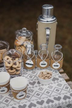 Outdoor coffee break (known as FIKA in Sweden) and cookie bar / perfect for a styled winter engagement session. We love to work on the details such as personalised name tags. Couldn't do without cinnamon buns! Styling/Stylizacja:Rekwizytornia&Company Photo/Fot.Atelier wspomnień Wreath/Wianek:Apdeco Makeup:Julia Morawska Makeup Impressions