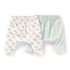 Sarouel (lot de 2) 0 mois-2 ans R baby : prix, avis & notation, livraison. Les 2 sarouels imprimés en jersey. Taille élastiquée. Lot composé d'1 sarouel imprimé flèches + 1 sarouel à imprimé scandinave. COMPOSITION & DÉTAILSMatière Pur cotonMarque R babyENTRETIENLaver et repasser sur l'enversLavage en machine à 40° avec coloris similairesSéchage en machine modéréRepassage à température moyenne