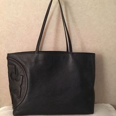 Tory burch all t east west tote in black  leather Authentic .  ( large ) Tory Burch Bags Totes