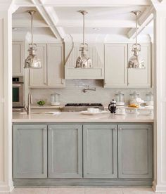 Choosing two tone kitchen cabinets makes it possible to endanger on the kitchen style! Two tone kitchen cabinets-- jazzing up residences. Two Tone Kitchen Cabinets, Kitchen Redo, Kitchen And Bath, New Kitchen, Blue Cabinets, Kitchen Ideas, Colored Cabinets, Upper Cabinets, Kitchen Cabinetry