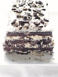 Cookies and Cream Ice Cream Cake - it's not as difficult as it looks. Pretty easy, actually! Gotta try this one soon (but in a round cake pan, not a loaf. Ice Cream Desserts, Frozen Desserts, Ice Cream Recipes, Frozen Treats, Just Desserts, Delicious Desserts, Yummy Food, Baking Recipes, Cake Recipes