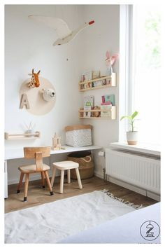 Cute Wall Decor for girls room Wrought Iron Bench, Wrought Iron Decor, Dinning Set, Dinning Room Tables, Safari Thema, Tom Und Jerry, Pine Desk, Large Bookshelves, Decorated Flower Pots