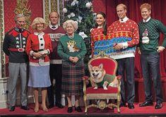A família real britânica entrou no clima natalino no museu da Madame Tussauds  em Londres (Foto: Getty Images)