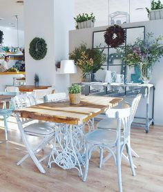 Cocotte & co - Moody's Home Cafeteria Decor, Eat In Kitchen, Kitchen Ideas, Valence, Luminaire Design, Interior Design Living Room, Coffee Shop, Outdoor Living, Living Spaces