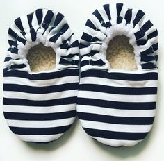 Black and white stripes baby booties, monochrome baby shoes, stripes shoes, babybooties, CutieBooties, soft sole, baby shower gift, baby nursery