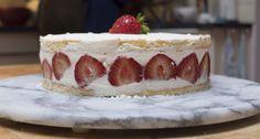 Een van de aantrekkelijkste aardbeientaarten is de fraisier, een Frans banketbakkers meesterwerk. Cees Holtkamp maakt een eigen, minder machtige, versie.