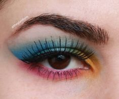 Eyeshadow looks for brown eyes and Palette review@theglamform #eyeshadowswatches #brighteyeshadow #eyeshadowlooks #eyeshadowpalette
