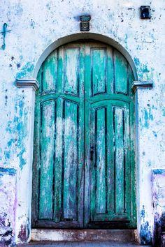Suchitoto, Cuscatlán, El Salvador, blue door, curve, architechture, rustic, wooden door, details, beauty, decay, weathered, photo