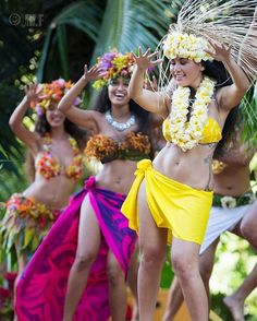Image may contain: 2 people Polynesian Girls, Polynesian Dance, Polynesian Islands, Polynesian Culture, Hawaiian Islands, Hawaiian Woman, Hawaiian Girls, Hawaiian Dancers, Hawaiian People