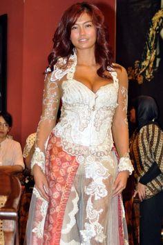 The Original Indonesia Clothing: Kebaya Anne Avantie Untuk Agnes Monica