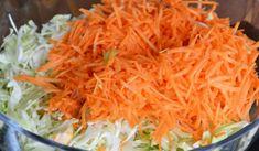 """Šalát """"tukožrút"""", ktorý rozpúšťa kilá na počkanie: Môžete ho zjesť koľko vládzete a pritom stále chudnete! Tzatziki, Carrots, Cabbage, Food And Drink, Vegan, Vegetables, Drinks, Health, Pixi"""