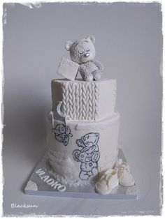 Tatty teddy in white - cake by Blacksun