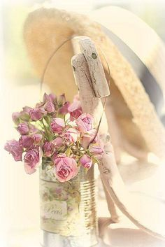 Shabby Chic Pink Paint Styles and Decors to Apply in Your Home – Shabby Chic Home Interiors Rose Cottage, Shabby Chic Cottage, Vintage Shabby Chic, Shabby Chic Style, Shabby Chic Decor, Romantic Roses, Beautiful Roses, Pink Roses, Pink Flowers