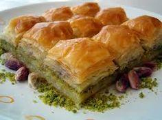 Türk yemekleri Baklava Türklere has bir tatlıdır. Evlerde Bayram gelince misafirlere baklava ikram edilir
