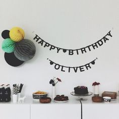 Lovely black and white party spread (apieceofcake82 on instagram).