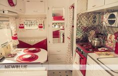Love this vintage camper. I think it must be mine! Retro Trailers, Tiny Trailers, Retro Campers, Vintage Travel Trailers, Camper Trailers, Vintage Campers, Retro Rv, Retro Caravan, Happy Campers
