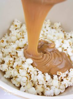 Peanut Butter Popcorn - Kitchen Fun With My 3 Sons peanut butter chocolate for peanut butter lovers peanut butter with peanut butter easy Peanut Butter Popcorn, Peanut Butter Sauce, Flavored Popcorn, Popcorn Recipes, Peanut Butter Recipes, Peanut Butter Cookies, Snack Recipes, Snacks, Gourmet Popcorn