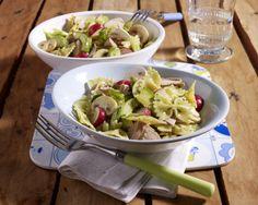 Unser beliebtes Rezept für Farfalle-Thunfisch-Salat mit Avocado (zum Sattessen)…
