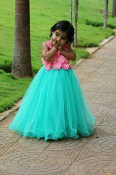 Hi to get your outfit customized Contact us WhatsApp/Call : 9059019000 👉 Source by srinithiboutiquee Blouses Kids Dress Wear, Kids Gown, Kids Wear, Kids Frocks Design, Baby Frocks Designs, African Dresses For Kids, Little Girl Dresses, Baby Girl Dress Patterns, Baby Dress