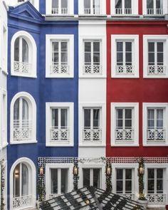 L'hôtel 34B : une adresse parfaite près des Grands Boulevards L'hôtel 34B s'est installé il n'y a pas très longtemps à deux pas du métro Grands Boulevards, dans la mythique rue Bergère : magnifiquement bâti, l'hôtel bénéficie d'un lobby immense et ultra-lumineux, de chambres douillettes et d'un sens du détail ludique, idéal pour les séjours en famille. On adore ! www.sortiraparis.com #Paris #hotel #hotel34B #grandsboulevards #sortiraparis #famille #visit #travel Hotel Restaurant, Paris Hotels, Hotel Reviews, Trip Advisor, Mansions, House Styles, Lobby, Immense, Vacation Ideas