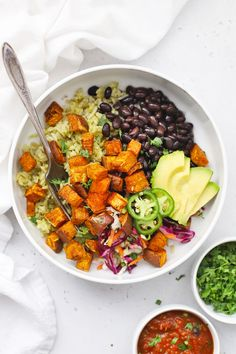 Chipotle Sweet Potato Burrito Bowls - Colorful sweet potato black bean burrito bowls loaded with seasoned roasted chipotle sweet potatoes, black beans, veggies, rice, and more. One of our favorite vegan burrito bowl recipes! (Gluten-Free, Vegan) // burrito bowl // roasted sweet potatoes // vegan burrito bowl // vegan dinner // healthy dinner #glutenfree #vegan #texmex #burritobowl #burrito Sweet Potato Burrito, Sweet Potato Rice, Sweet Potato Recipes, Black Bean Sweet Potato Recipe, Potato Bowl Recipe, Veggie Bowl Recipe, Salad With Sweet Potato, Vegan Dinner Recipes, Dinner Healthy