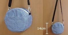 便利で可愛い!簡単ポシェットの作り方7選 Diy Bags Purses, Diy Purse, Japanese Bag, Bag Patterns To Sew, Simple Bags, Quilted Bag, Mini Quilts, Luxury Bags, Leather Craft