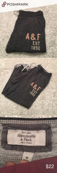 Abercrombie and Fitch cuffed Joggers VGUC Abercrombie and Fitch cuffed Joggers in a relaxed boyfriend fit Abercrombie & Fitch Pants Track Pants & Joggers