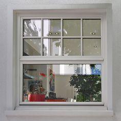Sprossenfenster: Klassisches Holz Schiebefenster In Weiß Mit Sprossen In  Der Küche | Sorpetaler Fensterbau
